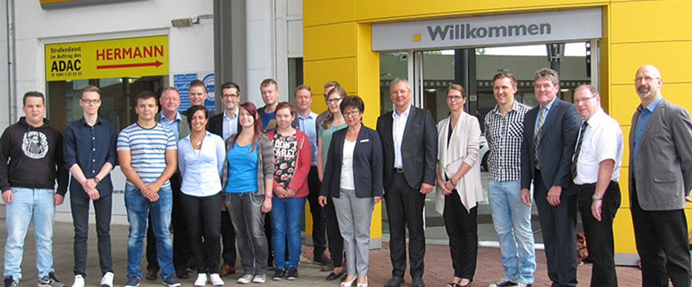 Autohaus Hermann ehrte 5 Jubilare und begrüßte 13 neue Auszubildende