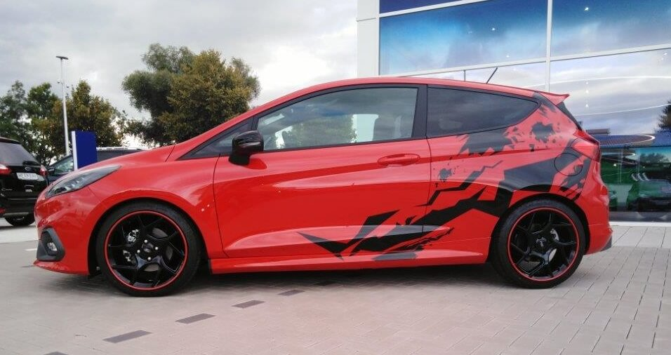 Ford Fiesta St Styling Model in Race-Rot mit schwarzer Folierung